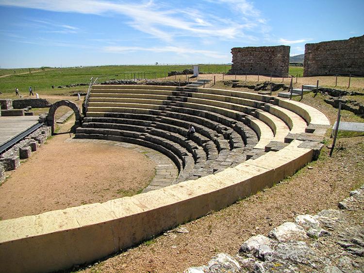 Teatro romano Regina