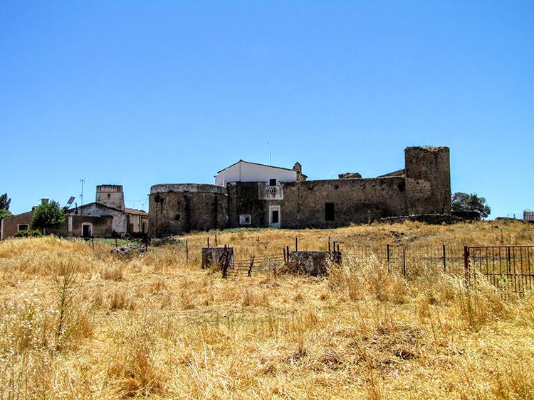Castillo de los Arcos en Almendral
